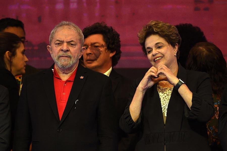 圖為巴西前總統魯拉(左)及羅塞夫。(EVARISTO SA/AFP/Getty Images)