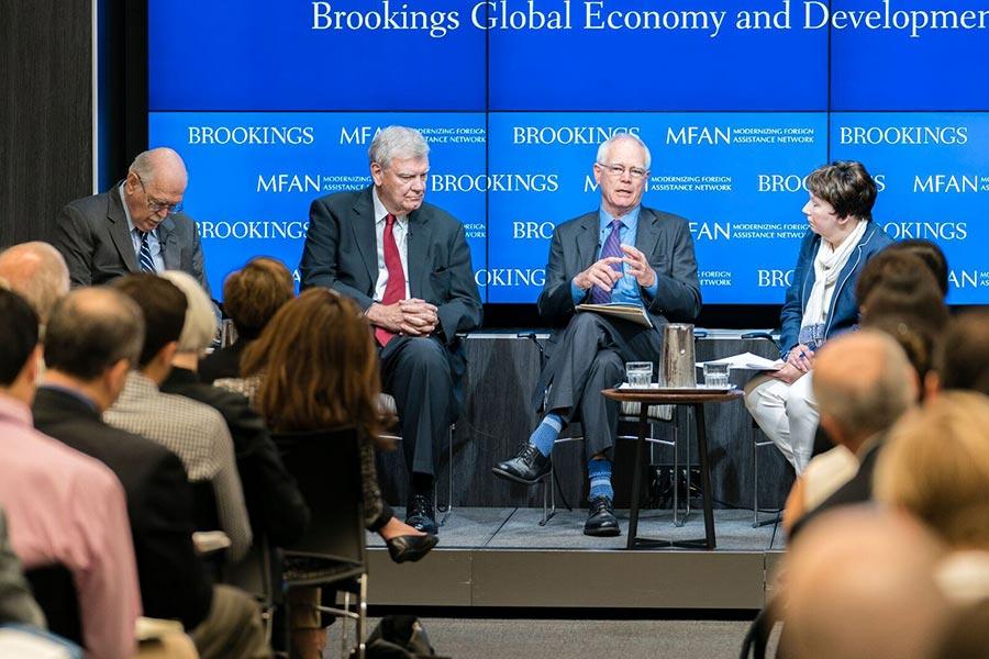 美國布魯金斯學會的國際經濟和發展高級研究員英格拉姆(右二)在7月11日表示,在當前政府的預算和政策條件下,美國對外援助項目更需要結構性的改變。(石青雲/大紀元)