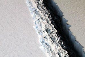 史上最大冰山崩離南極 面積如五個香港