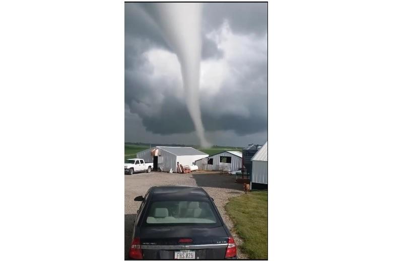 近距離拍攝巨大龍捲風 美居民:前所未見