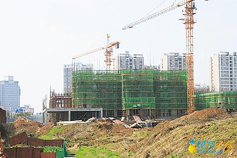 有業界人士認為,大陸樓市只調控需求是治標不治本。南京8天賣出30幅地,有業界人士表示南京地價明降暗升。(網絡圖片)