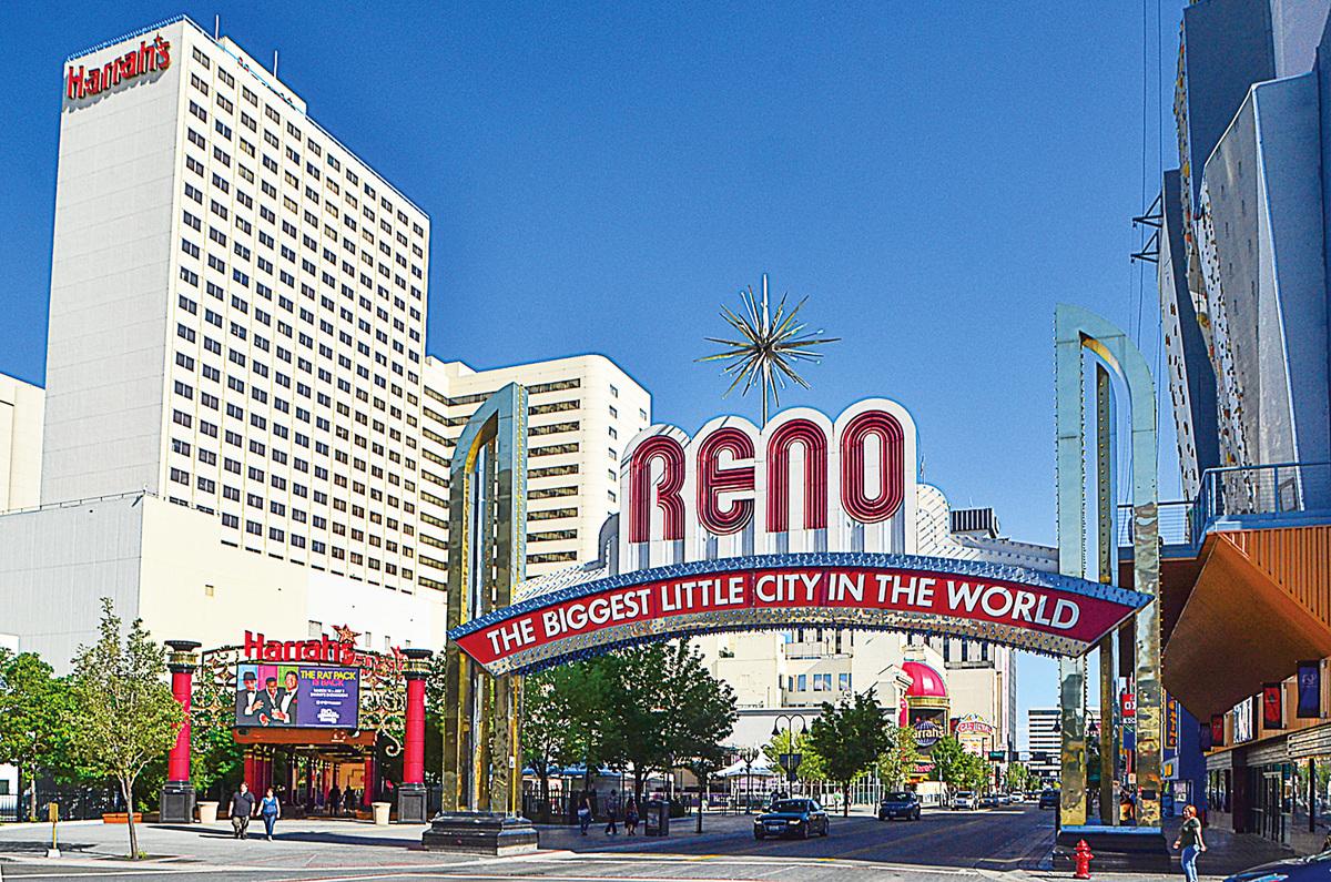 雷諾市最著名的地標——雷諾拱門,上標有城市口號「雷諾,世界最大的小城」(Reno, the Biggest Little City in the World)。(李旭生/大紀元)