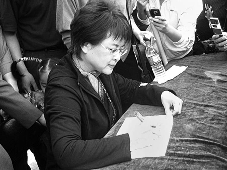 央視主持人肖曉琳。(網絡圖片)