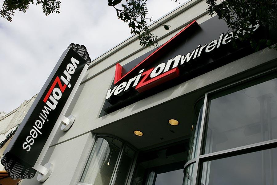 由於供應商的人為疏失,美國行動網路運營商威訊無線(Verizon)數百萬客戶的姓名、地址和電話號碼,被公開披露在雲端系統。(Justin Sullivan/Getty Images)