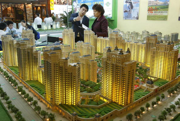 今年初開始,北京當局出台系列措施,加強樓市監管調控。最新研究報告認為,預計在未來六個月內,一些加緊調控的措施將使得大陸房價出現調整;樓市銷售規模的增長將有所放緩。(Getty Images)