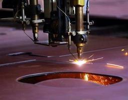 特朗普:或採取限額和關稅 阻中國鋼鐵傾銷
