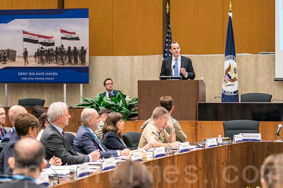 7月13日,美國國務院內召開的打擊伊斯蘭國行動全球聯盟小組會議上,美國總統特使麥吉爾克表示,打擊ISIS已經取得了里程碑式的重大進展。(石青雲/大紀元)