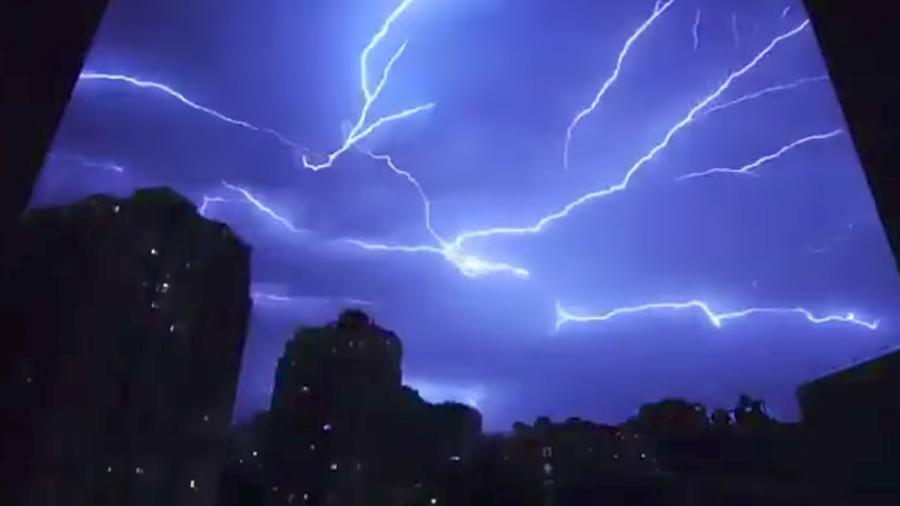 北京狂風暴雨電閃雷鳴 上海下冰雹氣溫40度