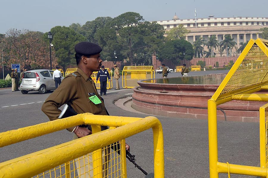 印度內閣部長14日緊急召集議會各政黨領導人開會商議中印邊界對峙的解決方案。圖為印度議會。(PRAKASH SINGH/AFP/Getty Images)