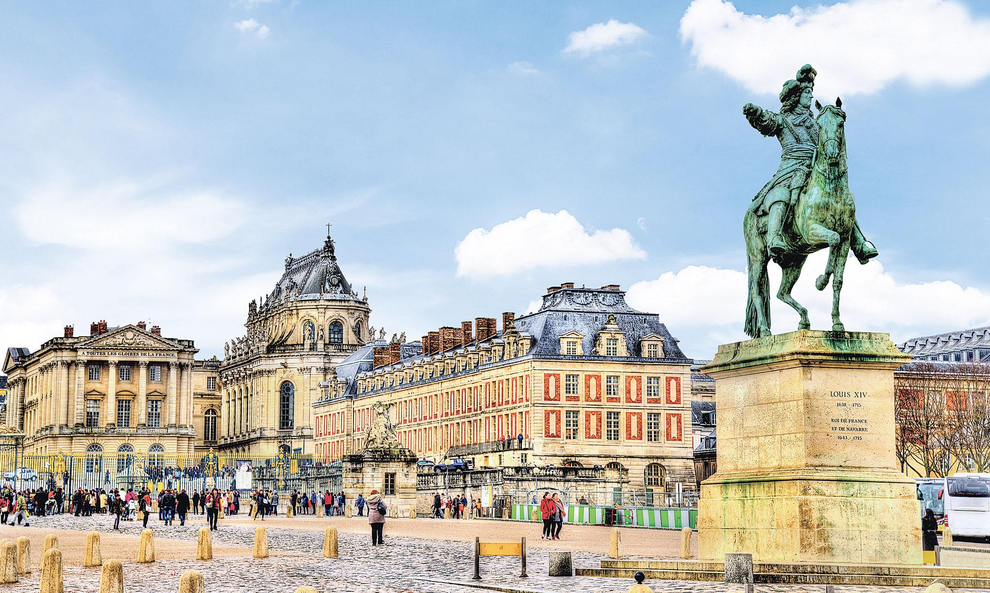 凡爾賽宮前路易十四雕像。(Fotolia)