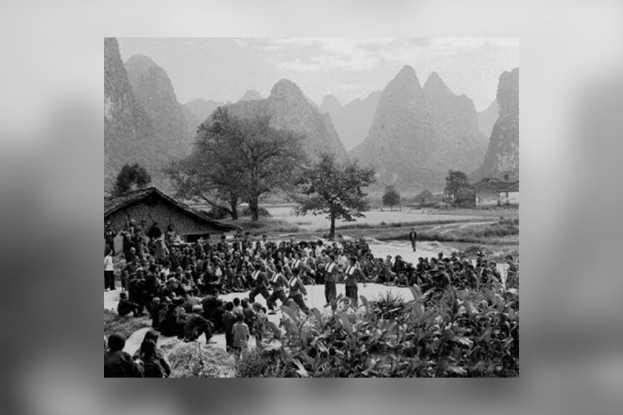 文革時廣西發生「四二二」慘案,死亡人數高達10多萬,是中國最慘烈、血腥的地區。圖為中共廣西當局舉辦的文藝演出。(《開放》雜誌)