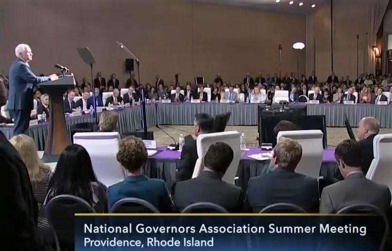 美國州長協會於周五(14日)在羅德島首府普羅維登斯召開峰會。圖為美國副總統彭斯在峰會上發言。(C-SPAN)