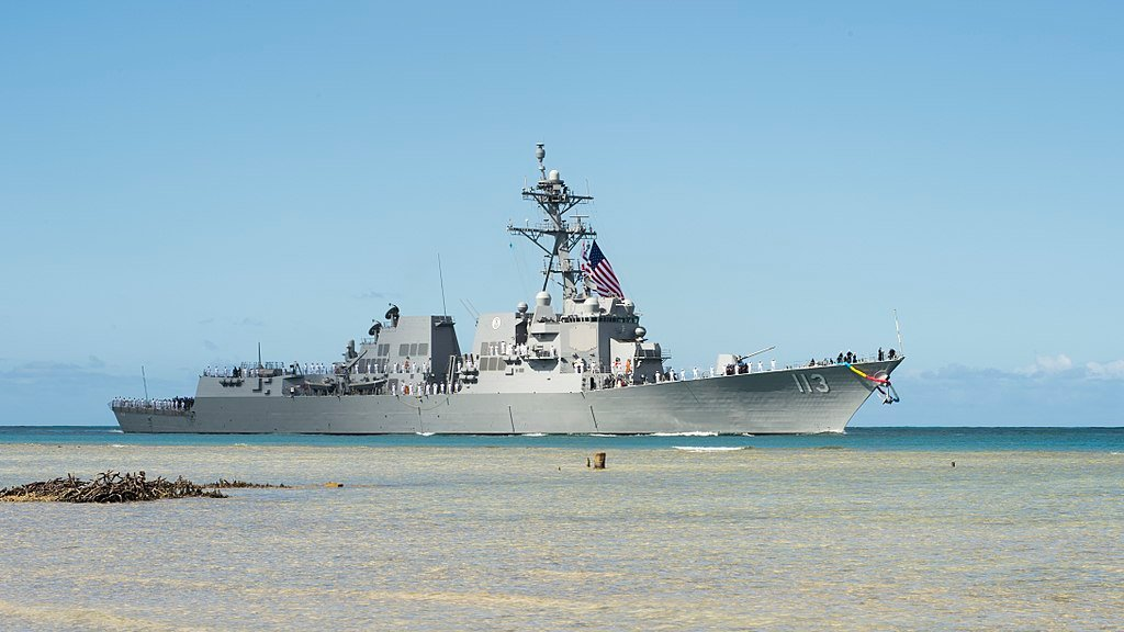 7月15日,美國海軍阿里伯克級導彈驅逐艦「約翰芬恩號」(USS John Finn)在夏威夷珍珠港-希卡姆聯合基地(Joint Base Pearl Harbor-Hickam)舉行服役典禮。(維基百科公有領域)