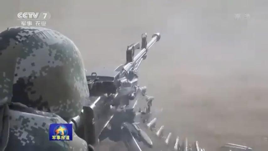 中共西藏軍區部隊日前在青藏高原展開實兵實彈演練。(視像擷圖)