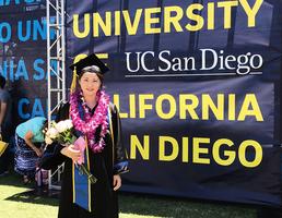 「我畢業了,和爸爸同時畢業」