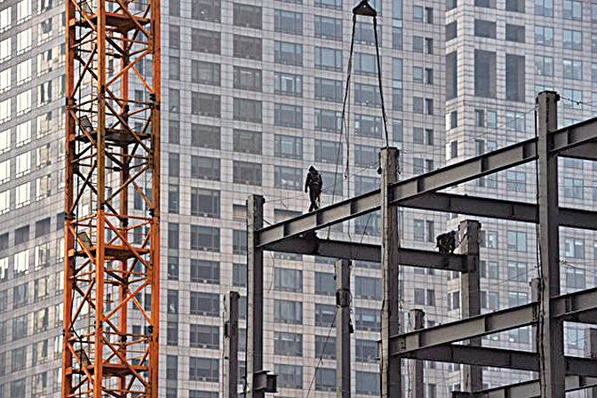 中共官方和地方政府頒布了多項刺激購房措施,目前大陸一線城市房價高漲,三四線城市庫存量高但價格難降。(Getty Images)