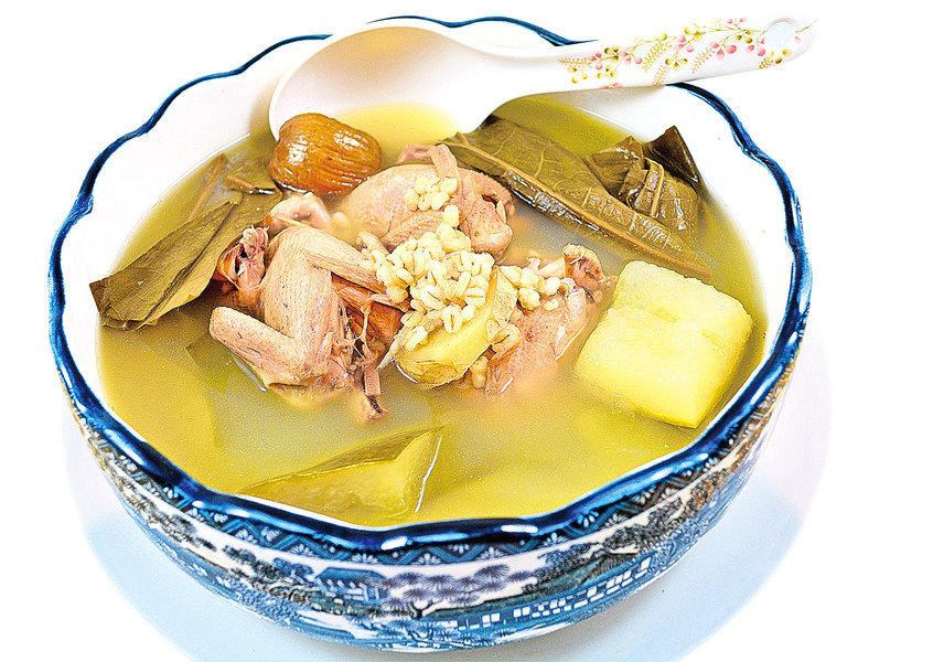 【梁廚美食】冬瓜荷葉薏米鵪鶉湯
