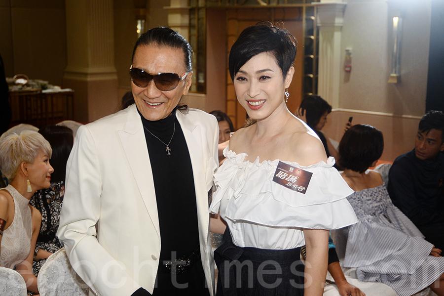 謝賢與陳法蓉出席《賭城群英會》宣傳活動合照,魅力有增無減。(宋碧龍/大紀元)