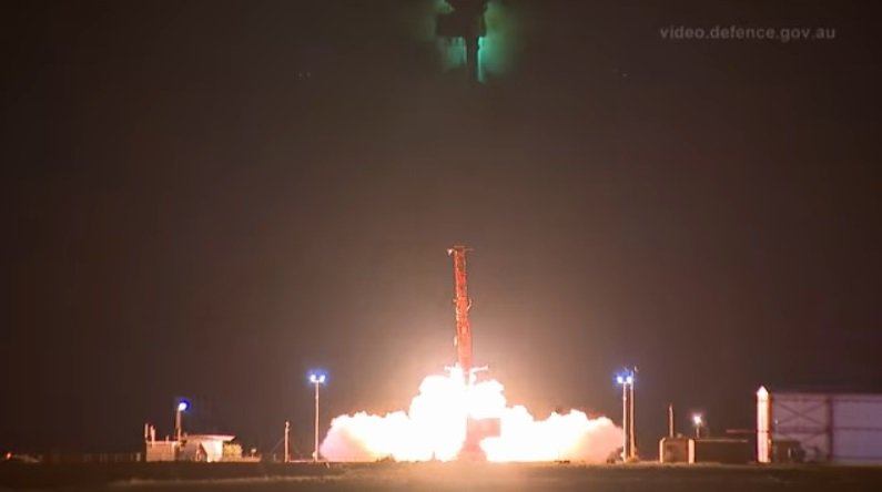 美澳在南澳伍默拉(Woomera)軍事試驗場,以八倍音速成功發射一個導彈的飛行載具,這意味著美國已具備極超音速導彈能力,會讓北韓金氏政權坐立難安。(YouTube視像擷圖)