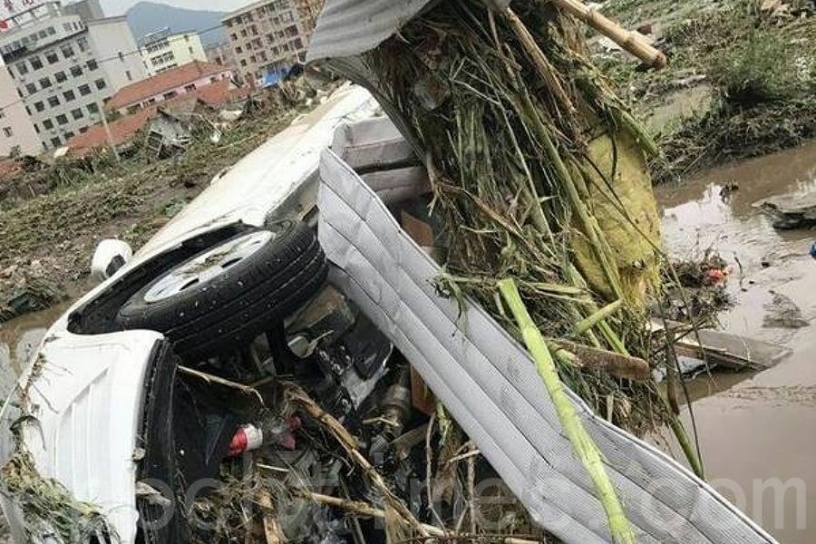 7月13日,吉林市永吉縣遭遇史上最高水位的洪水。洪水過後,一片狼藉。(網絡圖片)