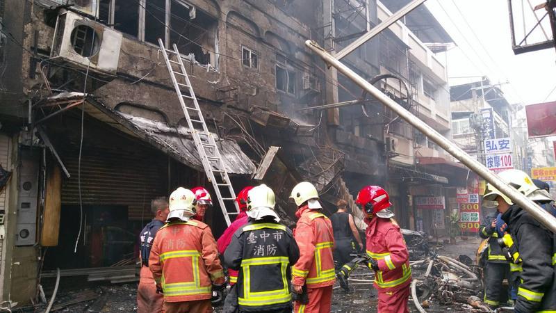 台中市逢甲商圈西安街的心齋橋餐廳18日中午用餐時刻突然發生煤氣氣爆,爆炸威力強大,現場滿目瘡痍,有14人受到燒燙傷。(中央社)