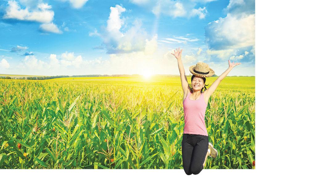 開心的安歌,開心地跳起來。燦爛的心情,猶如燦爛的太陽,照亮著自在喜悅的大地。