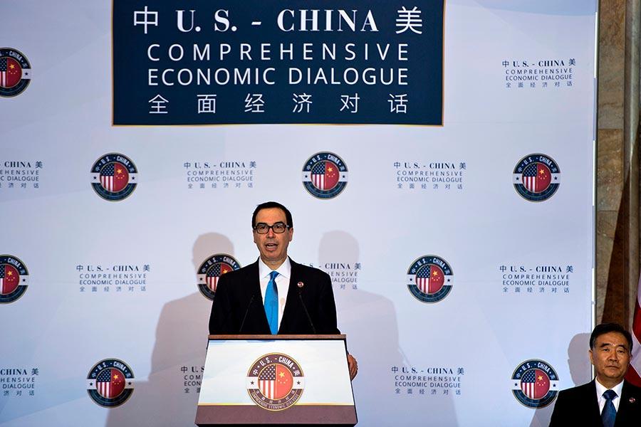 周三(7月19日),美中兩國在華盛頓進行新機制下的首次全面經濟對話。會上,美國方面強調建立更加公平、平衡的經濟關係。(BRENDAN SMIALOWSKI/AFP/Getty Images)