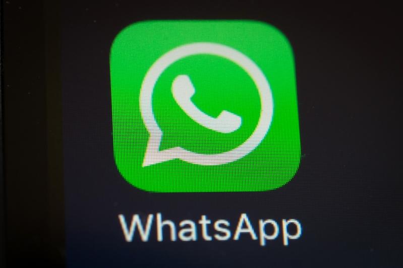 專家估計,中共當局想封鎖WhatsApp的所有功能,從而迫使用戶使用微信。(YASUYOSHI CHIBA/AFP/Getty Images)