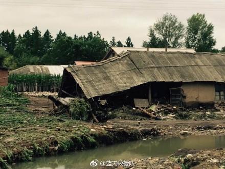 尚志市雨量達到暴雨級別,其中柳山林場、榆林林場、沖河林場周邊道路被沖毀,房屋損毀,部份居民被困。(網絡圖片)