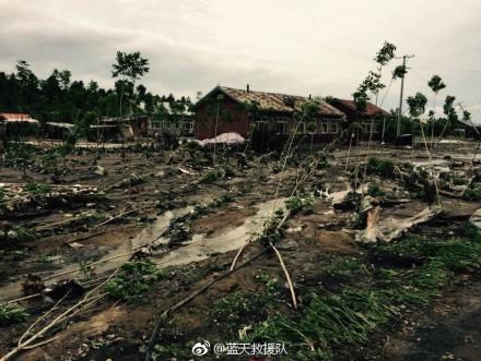 尚志市雨量達到暴雨級別,其中柳山林場、榆林林場、沖河林場周邊道路被沖毀,電力和通訊中斷,部份居民被困。(網絡圖片)