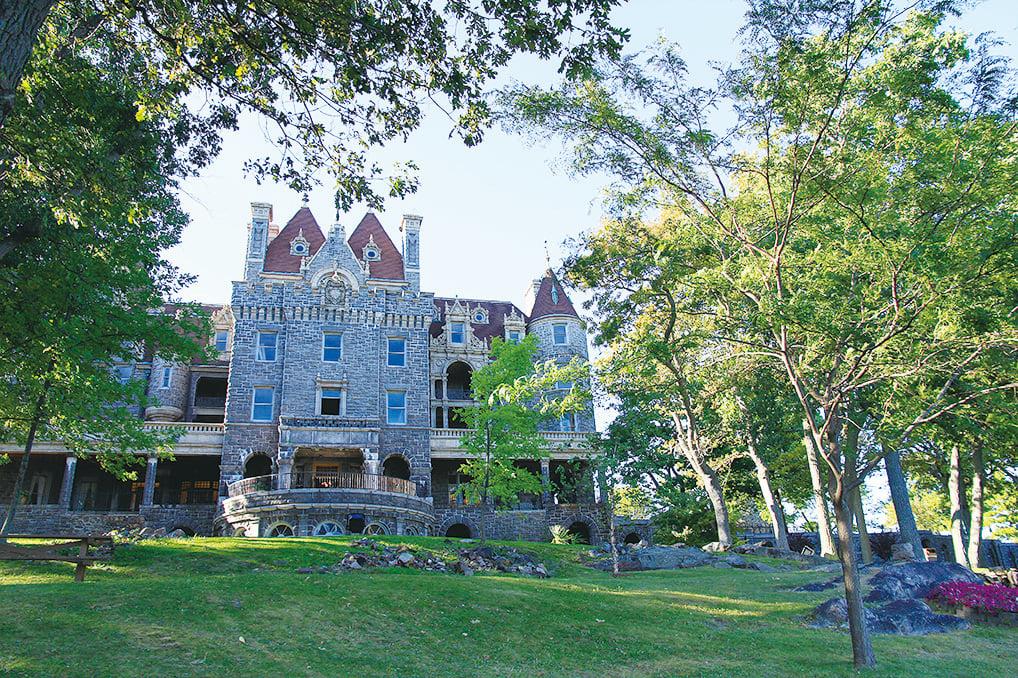 心島上的城堡見證美麗淒婉的愛情故事。(Sunny/大紀元)
