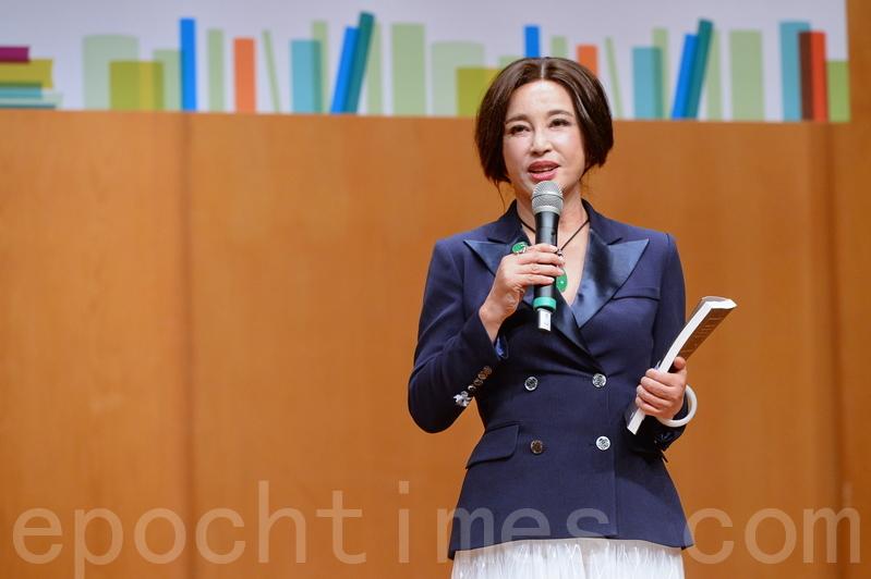 劉曉慶昨日現身書展,主持講座題為「笑對生命落差,不怕從頭再來」。(宋碧龍/大紀元)