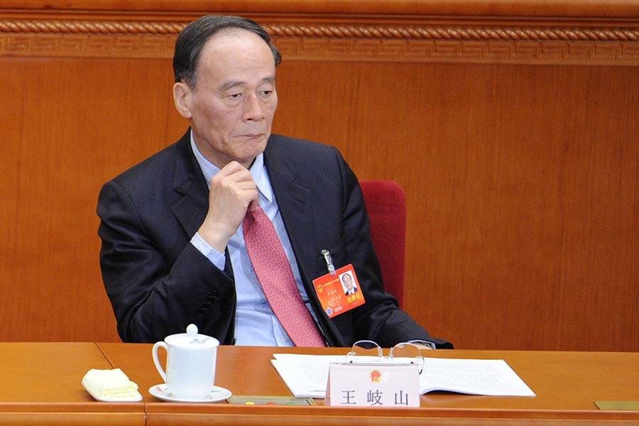 中共「十九大」前,中紀委書記王岐山頻頻高調露面,對於他是否留任,遂成為各方揣測的熱點。(WANG ZHAO/AFP/Getty Images)