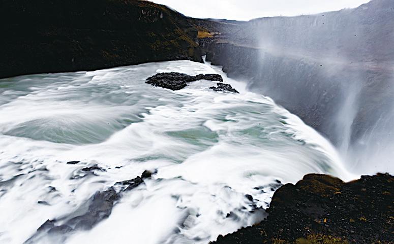 冰島最大斷層峽谷瀑布─黃金瀑布。(Alexander Scheuber/Getty Images)