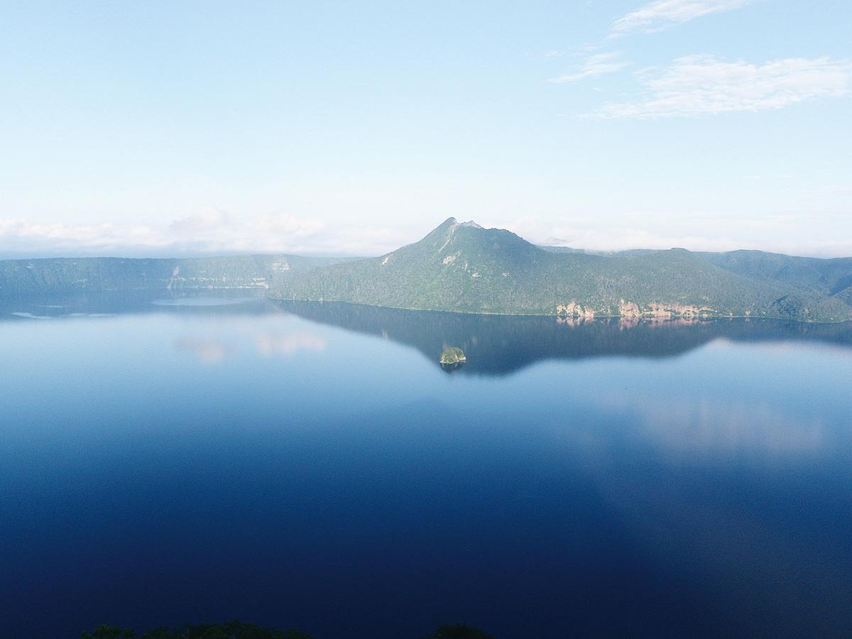 日本北海道浪漫的愛情之湖-摩周湖。(OskNe/維基百科)