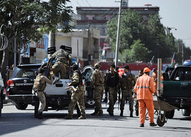喀布爾政府人員遭自殺炸彈攻擊 至少35死