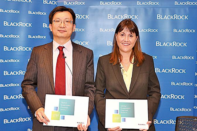 貝萊德中國投資策略師陸文杰、貝萊德亞太區主動投資策略部主管貝琳達。(余鋼/大紀元)
