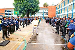 數百墨西哥警察學煉法輪功