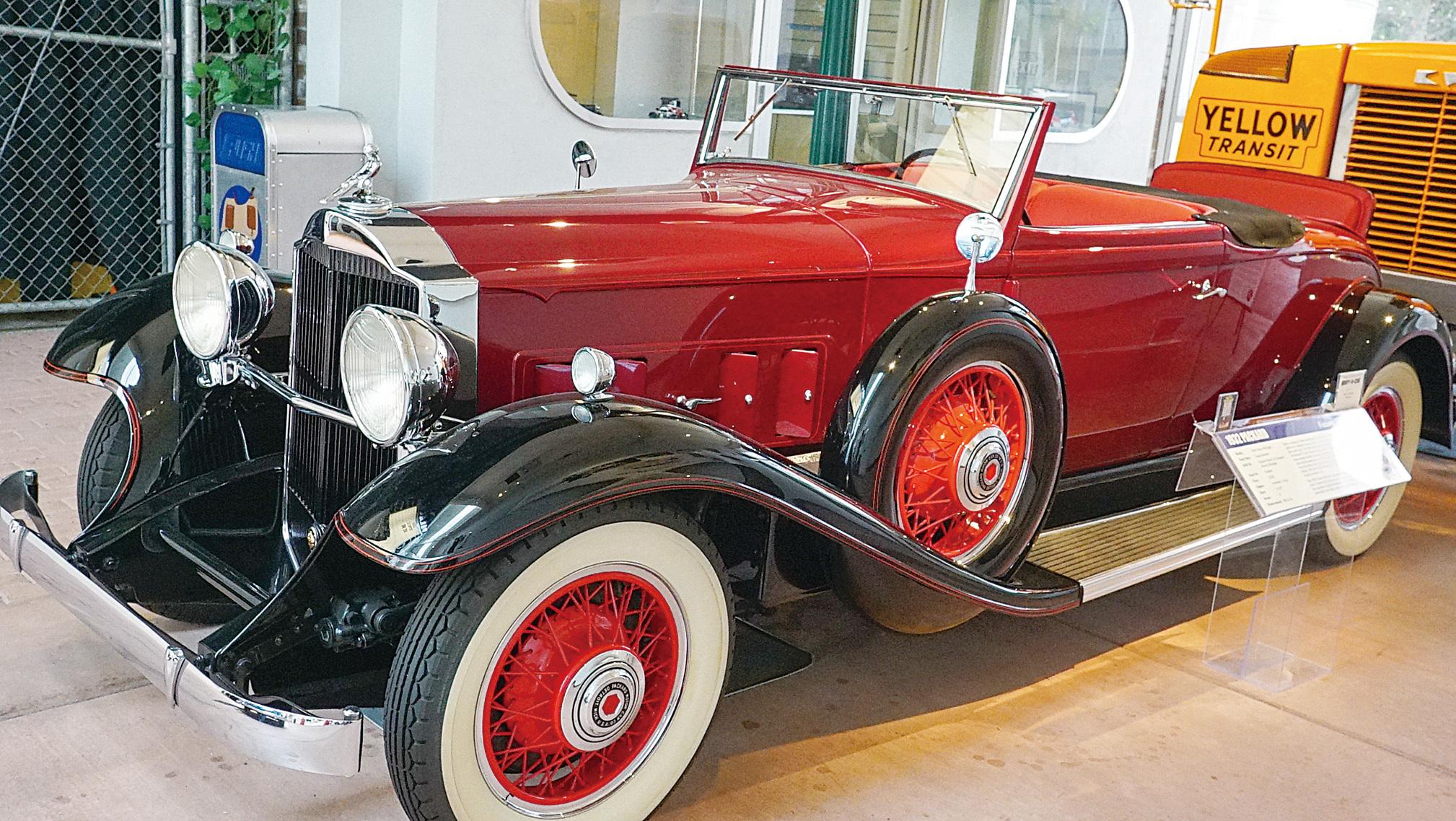 雷諾的「國家汽車博物館」收藏到1936年款帕卡德Packard老爺車。(李旭生/大紀元)
