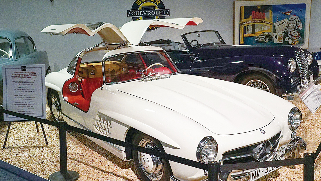 1956年款鷗翼平治跑車。(李旭生/大紀元)
