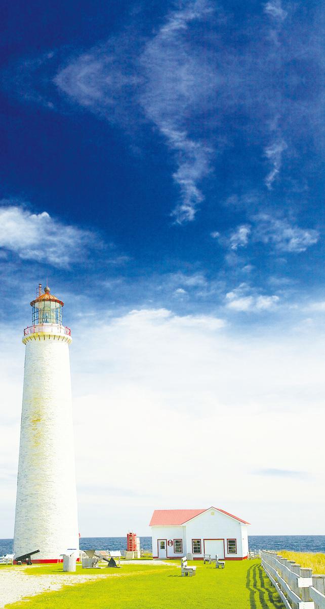 福里隆國家公園內矗立著加拿大最高燈塔。(網絡圖片)