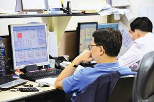 滙控今公佈業績 料新一輪回購支持港股