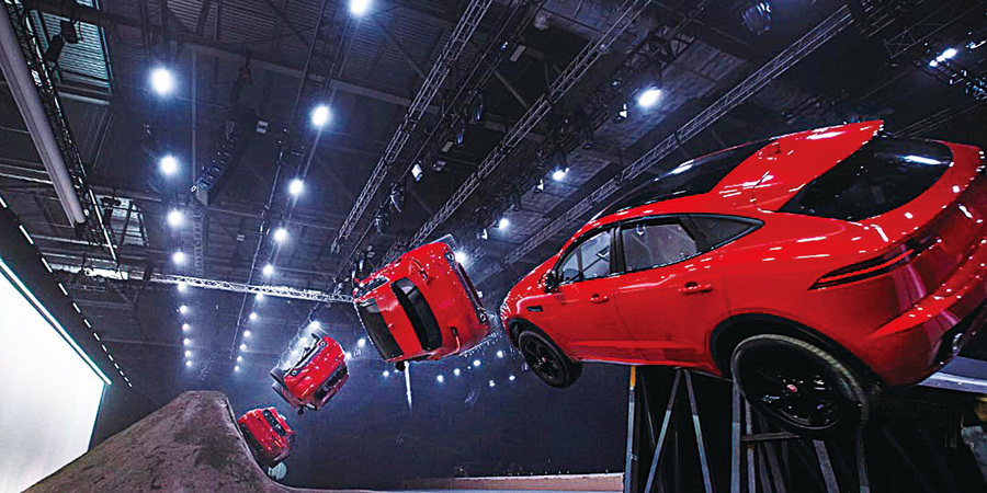 Jaguar E-PACE飛躍15.3米超長距離  刷新跑車型SUV 健力士世界紀錄