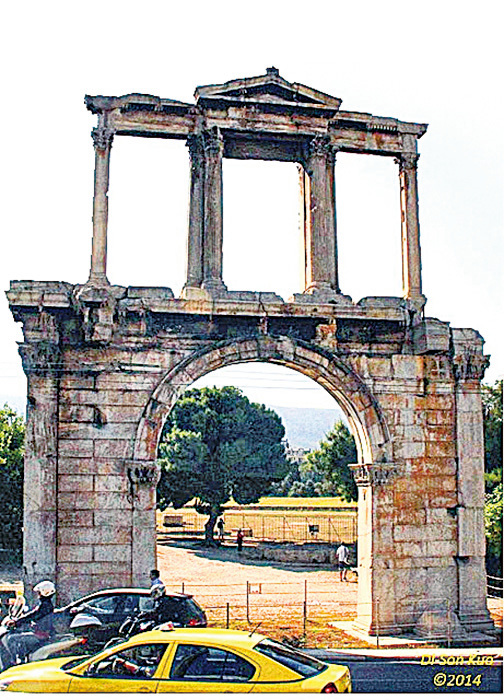 拱門Hadrian Arch。(行雲提供)