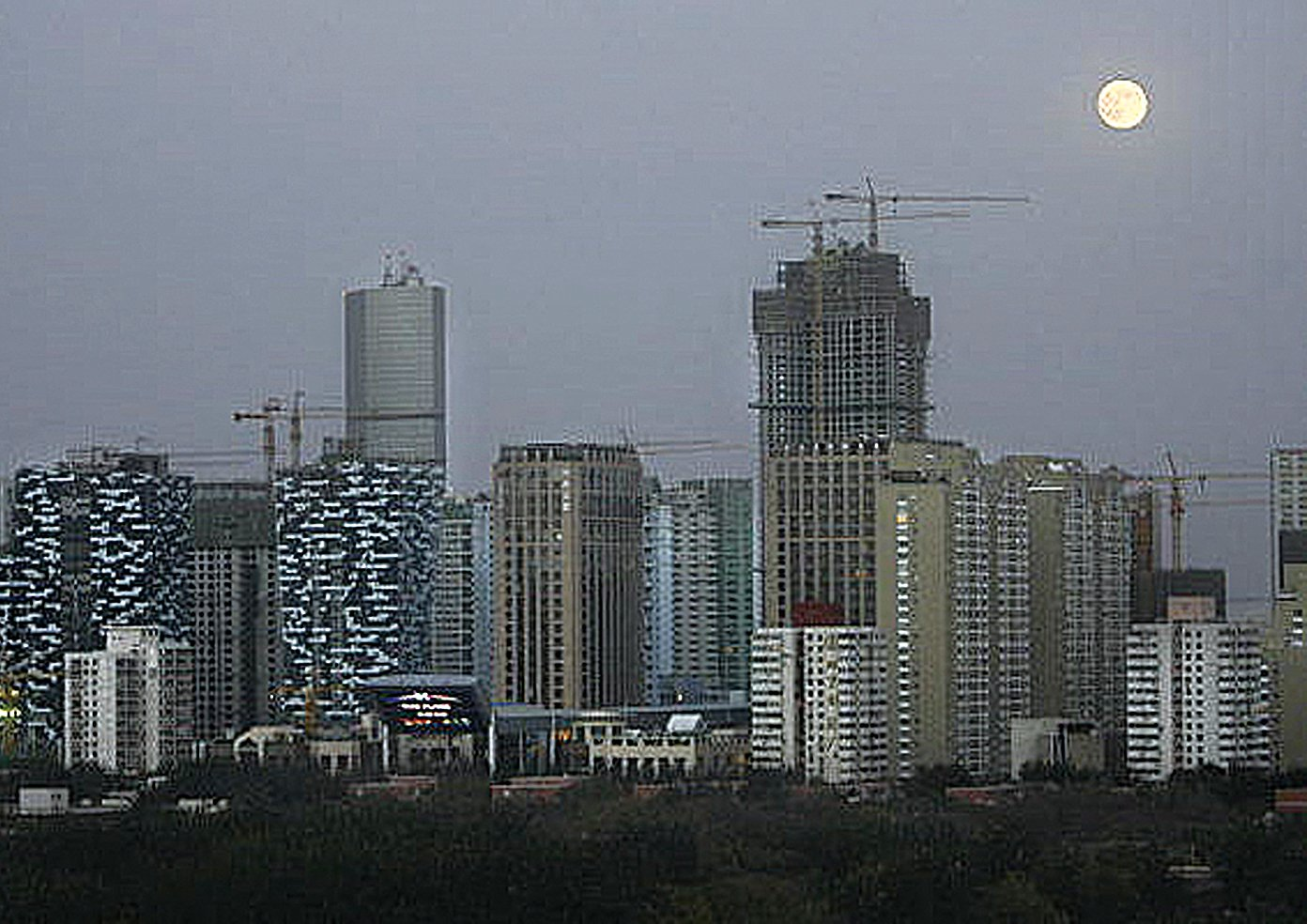 近日,中共31部委聯合簽署文件,推出37條懲戒措施。預期大樓樓市格局生變。圖為北京的高樓群。(Getty Images)