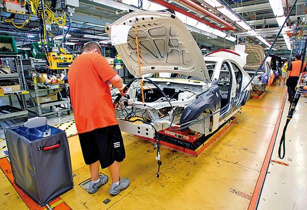 通用汽車位於密歇根州的汽車製造組裝生產線。 (Bill Pugliano/Getty Images)