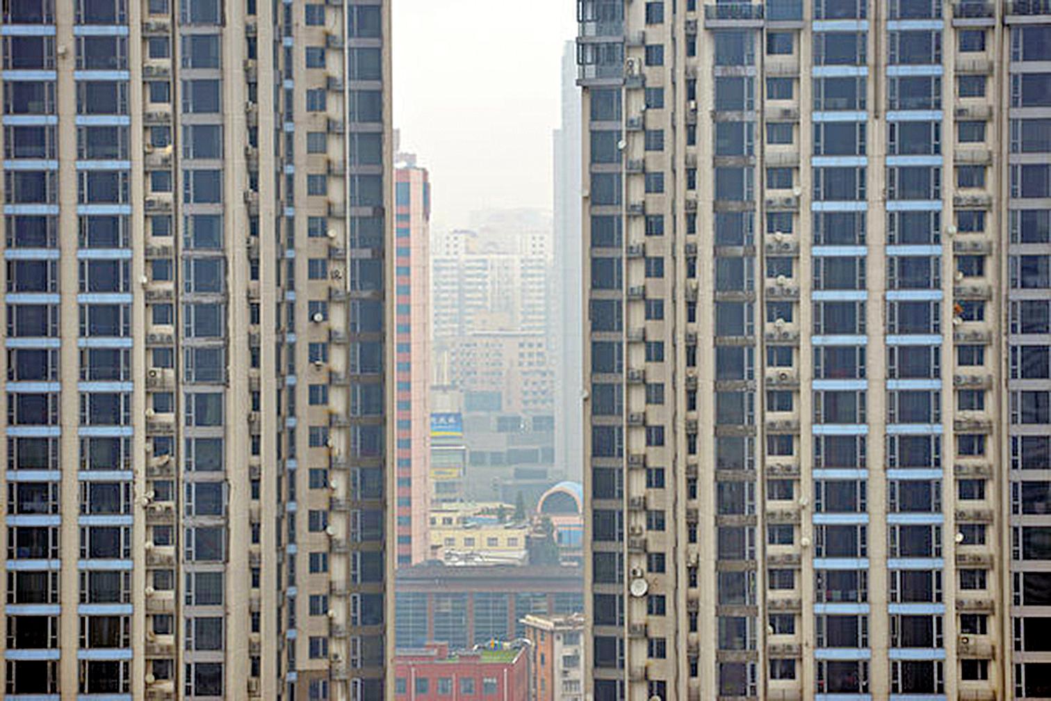 大陸樓市整體出現下行, 7月份北上廣深成交同比暴跌逾30%。(AFP/Getty Images)