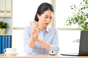 手腕肩膀疼痛難忍? 告訴你滑鼠手的防治