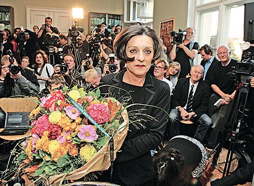 穆勒出生在羅馬尼亞,瑞典學院評價她「以詩歌的凝練和散文的率直,描寫出被放逐者的境遇」。(Getty Images)