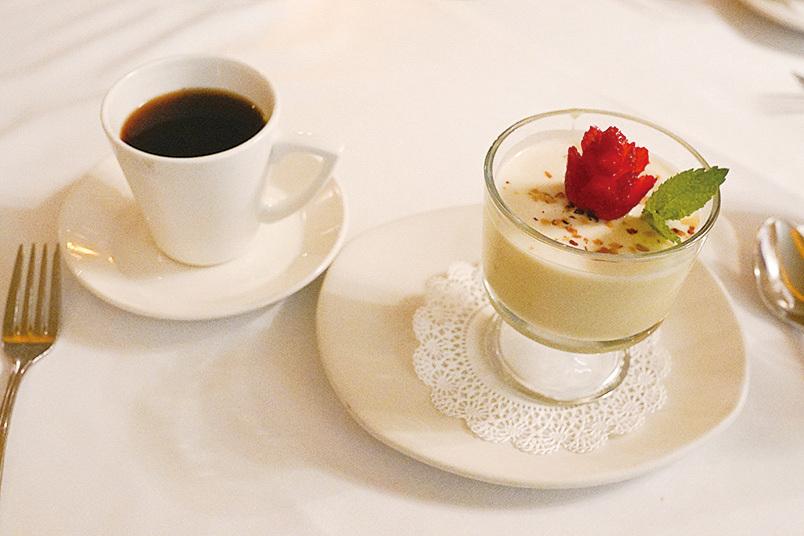 La Strada意大利餐廳的甜點-意大利奶凍(Panna cotta)。(李旭生/大紀元)